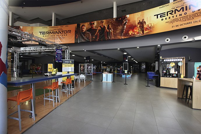 Hall interior Cinesa Parc Vallès