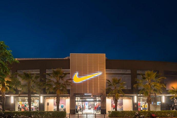 Façana principal Nike Factory Store