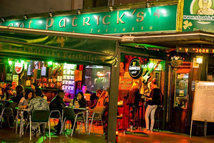 Exterior Sant Patrick's Irish Pub Parc Vallès