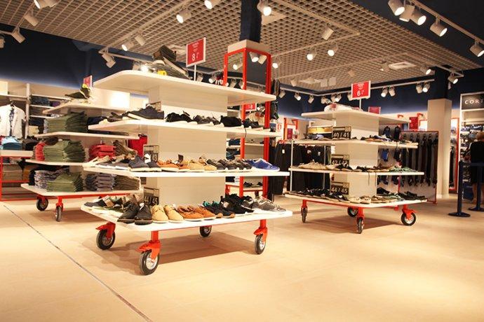 Interior botiga zona sabates