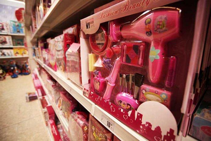 Interior botiga amplia varietat de joguines