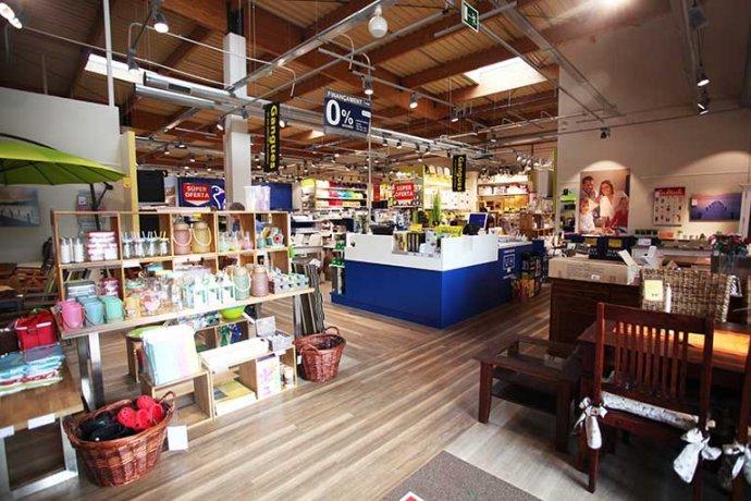 Interior botiga JYSK objectes per a la llar i decoracio